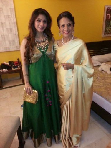 08-Tanishaa and Tanuja At Awards