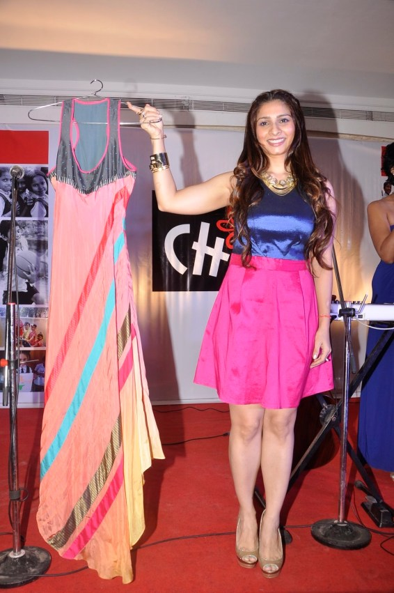 Tanishaa Auctions Dress At Charity Dinner