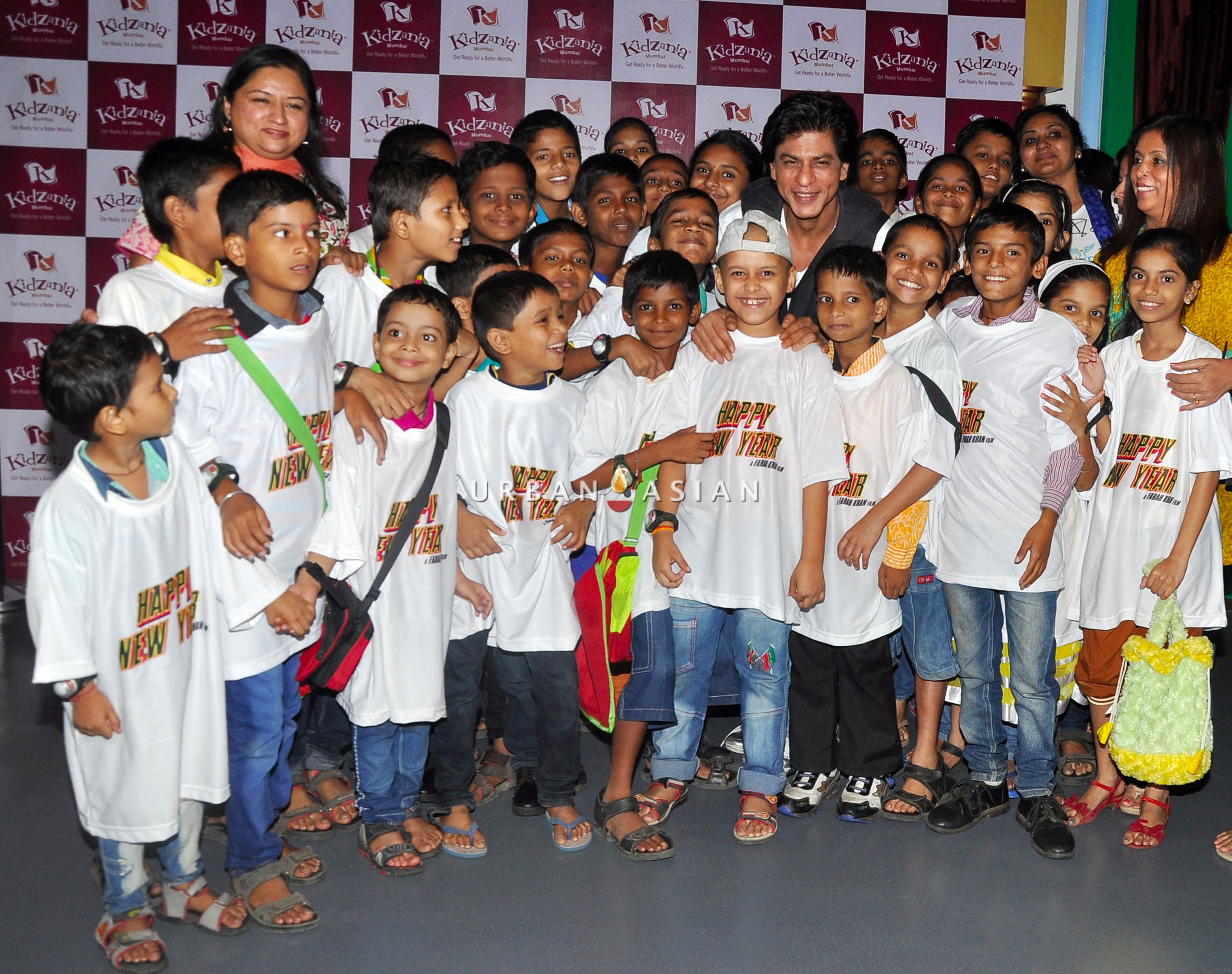 SRK WITH THE CHILDREN OF ANGEL XPRESS FOUNDATION AT KIDZANIA DSC_6430