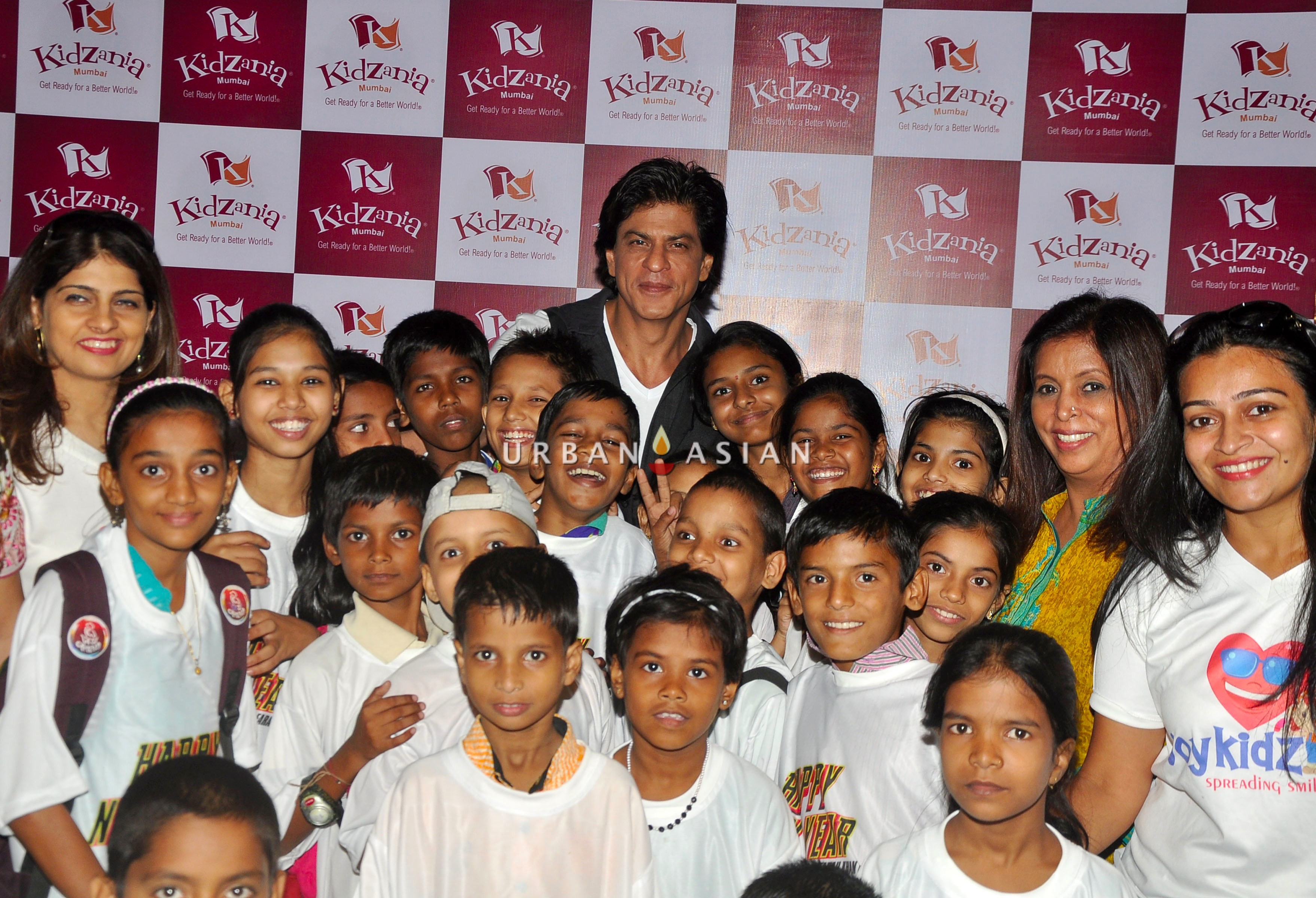 SRK WITH THE CHILDREN OF ANGEL XPRESS FOUNDATION AT KIDZANIA DSC_6444