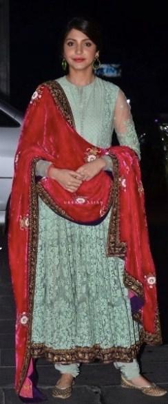 anushka-sharma-sabyasachi-shirin-morani-wedding-reception