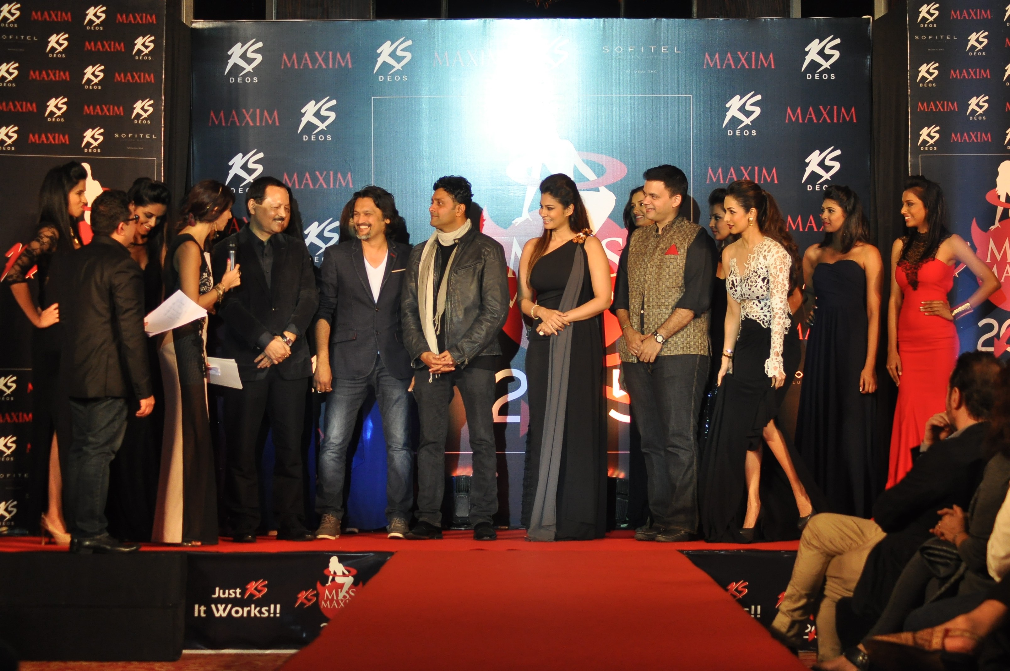 Jury Ranju Mohan ,Jatin kampani, ash Chandler, Shaheen Abbas,Nachiket Barve and Malaika Arora Khan with contestants on stage_1 at Kamasutra Miss Maxim 2015 event