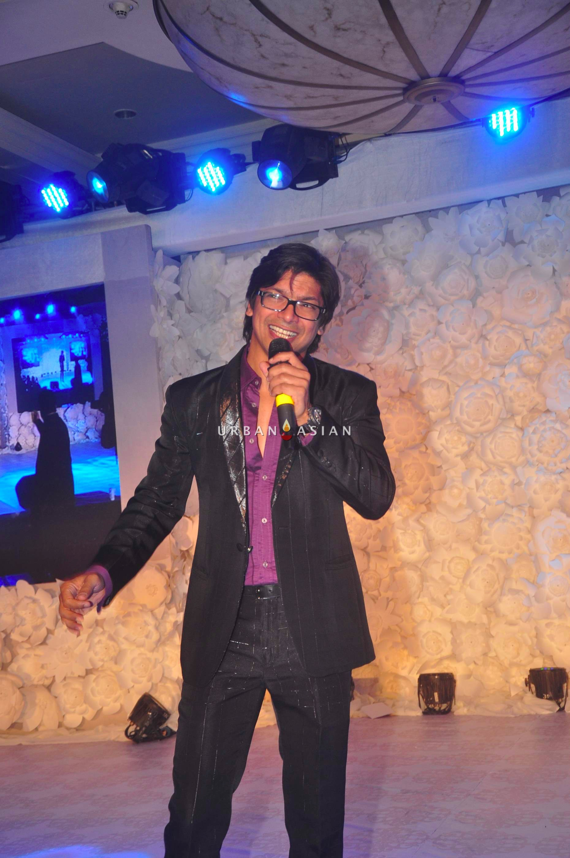 Shan performing live
