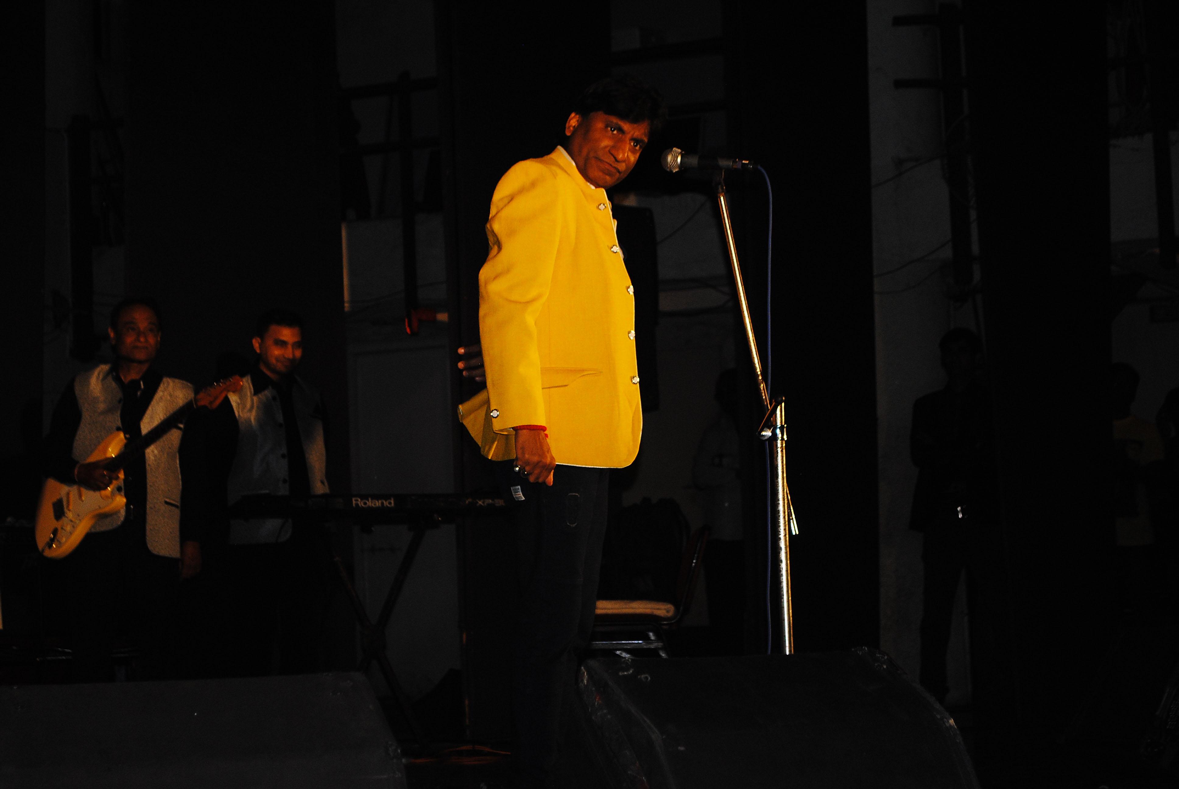 Comedian Raju Srivastav Entertain the Cancer Patient.