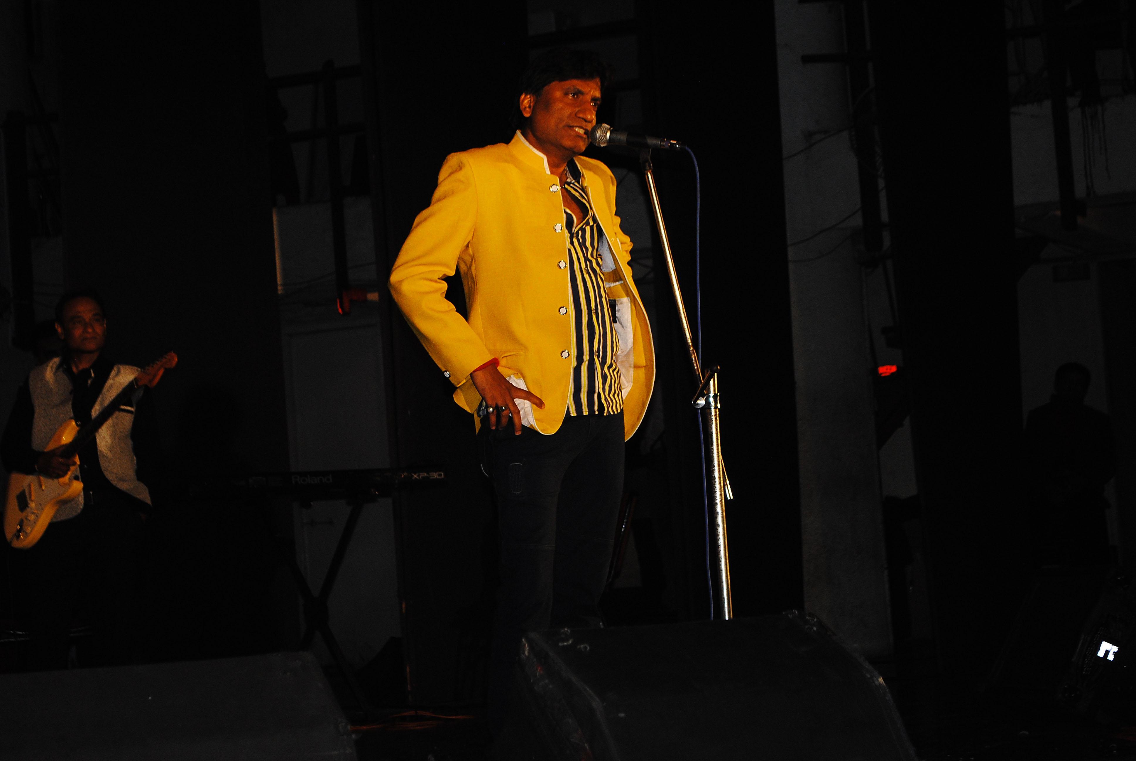 Comedian Raju Srivastav Entertain the Cancer Patient