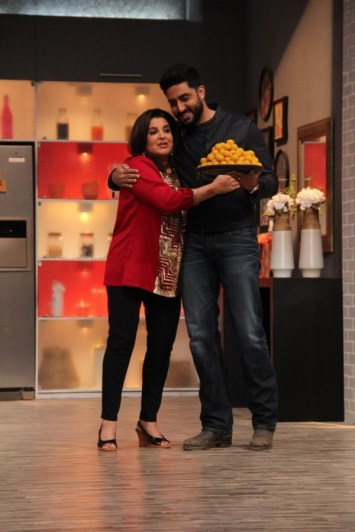 Abhishek brings laddoos for Farah