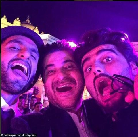 Ranveer, Sanjay Kapoor and Arjun enoying themselves