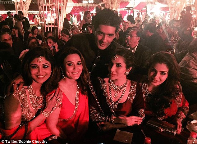 Shilpa Shetty, Preity, Manish, Sophie and Raveena Tandon