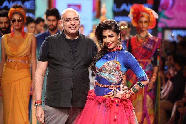 Designer Tarun Tahiliani and Showstopper Chitrangada Singh at Lakme Fashion Week SR 15