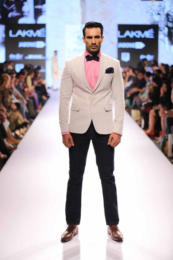Model walks for Raghavendra Rathore at Lakme Fashion Week SR 15 (3)