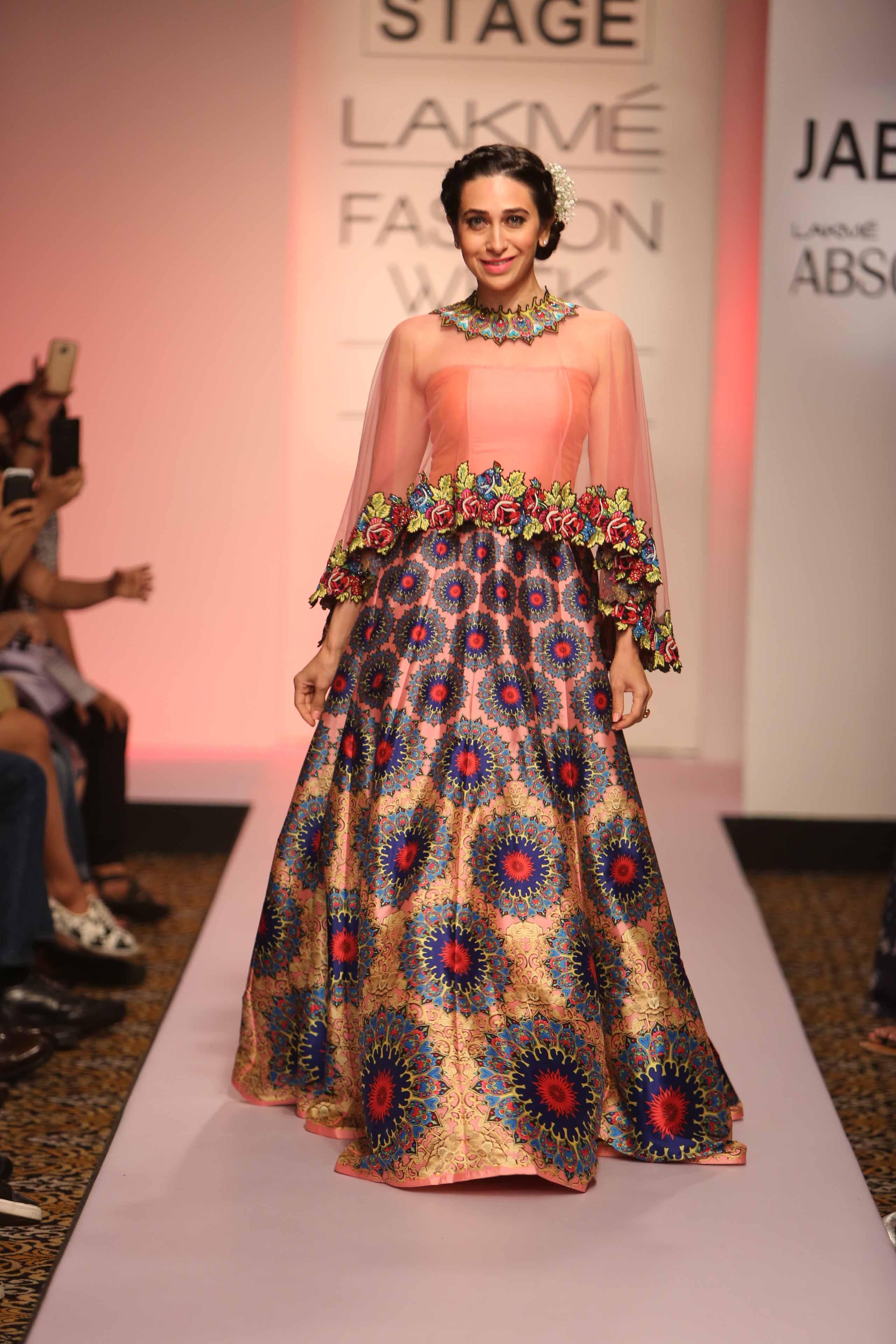 Showstopper Karisma Kapoor walks for Neha Agarwal at Lakme Fashion Week SR 15