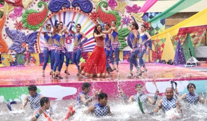Shraddha Arya performance