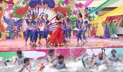 Shraddha Arya performance