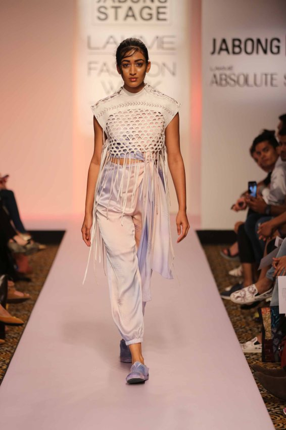 Surbhi Shekhar at Lakme Fashion Week 2015 (9)