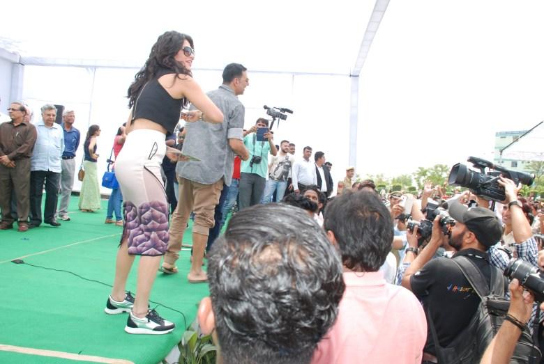 Akshay Kumar & Shruti Hassan (1)