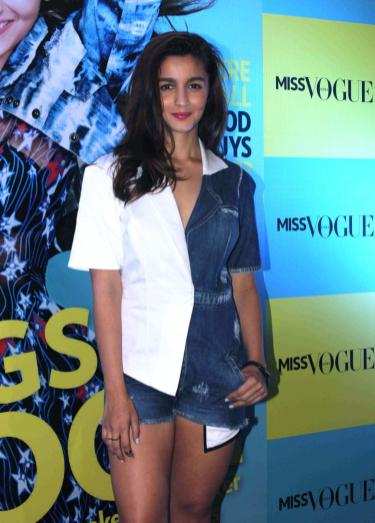 alia-bhatt-launches-first-edition-of-miss-vogue-india-51