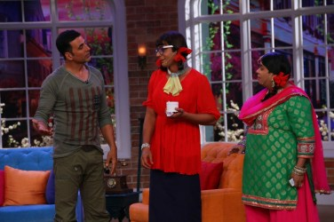Akshay Kumar and Shruti Hassan on CNWK