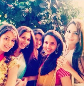 Mira Rajput (on the left) with friends