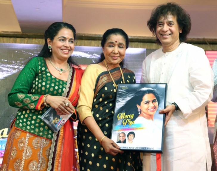 padma wadkar,asha bhosle & zakir hussain2 (1)