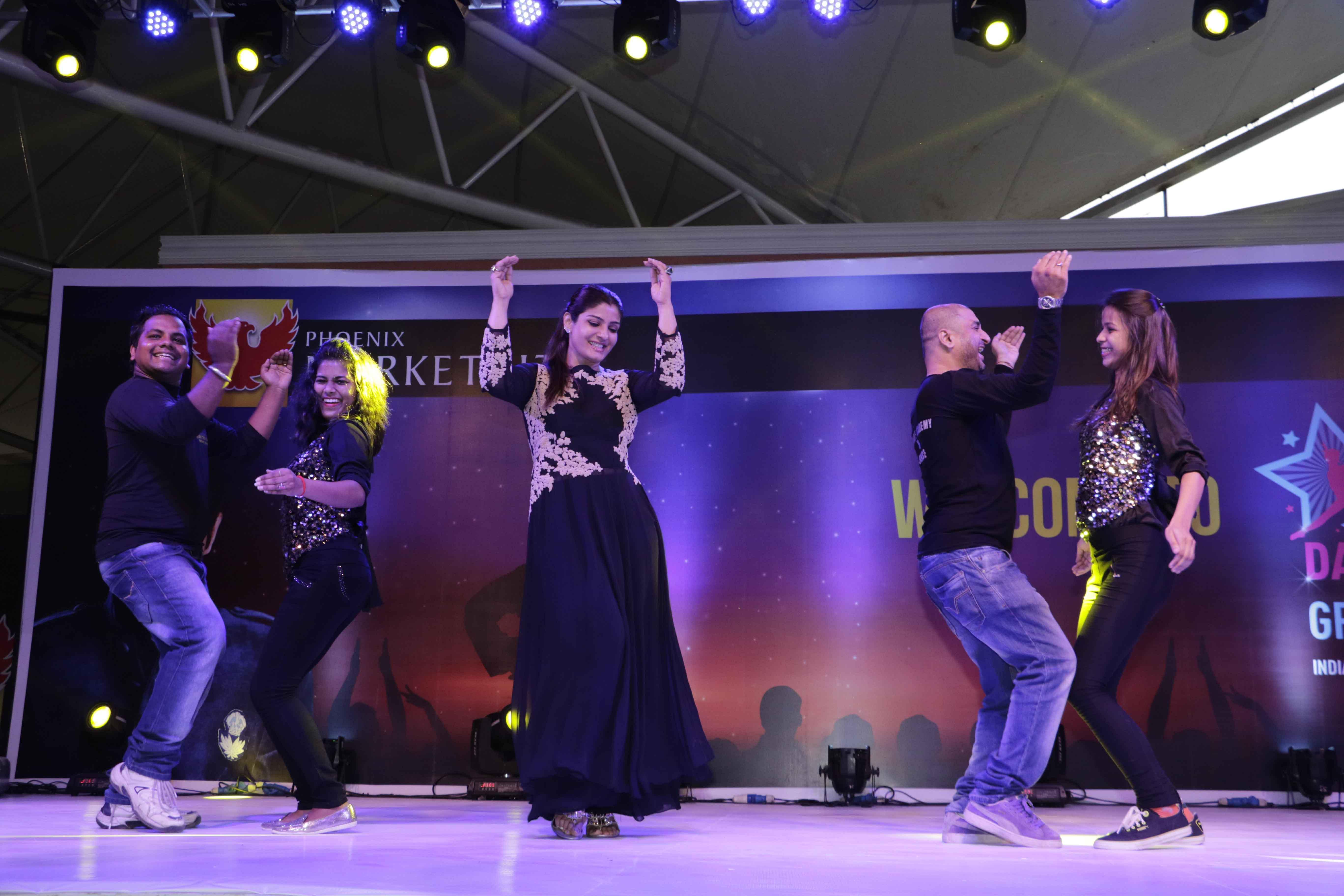 Raveena Tandon Performing 5
