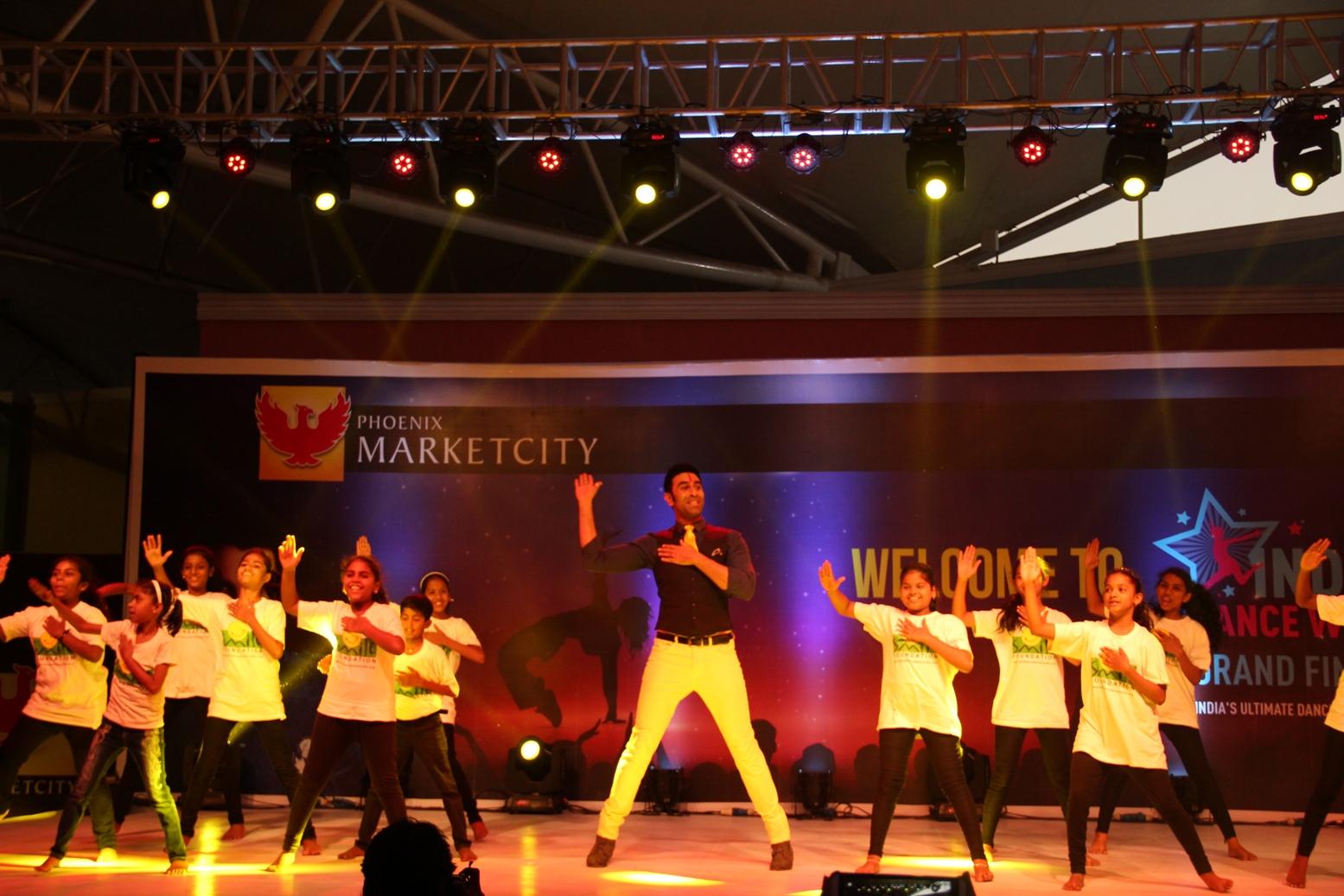 Sandip Soparrkar performs with Smile Foundation kids at Phoenix Marketcity Kurla