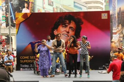 Hrithik Roshan rocks IIFA weekend at Pavillion Mall!   Urban
