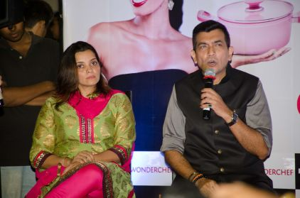 Ms. Darshana Shah, Senior Vice President, HyperCITY and Chef Sanjeev Kapoor at HyperCITY HyperChef Challenge