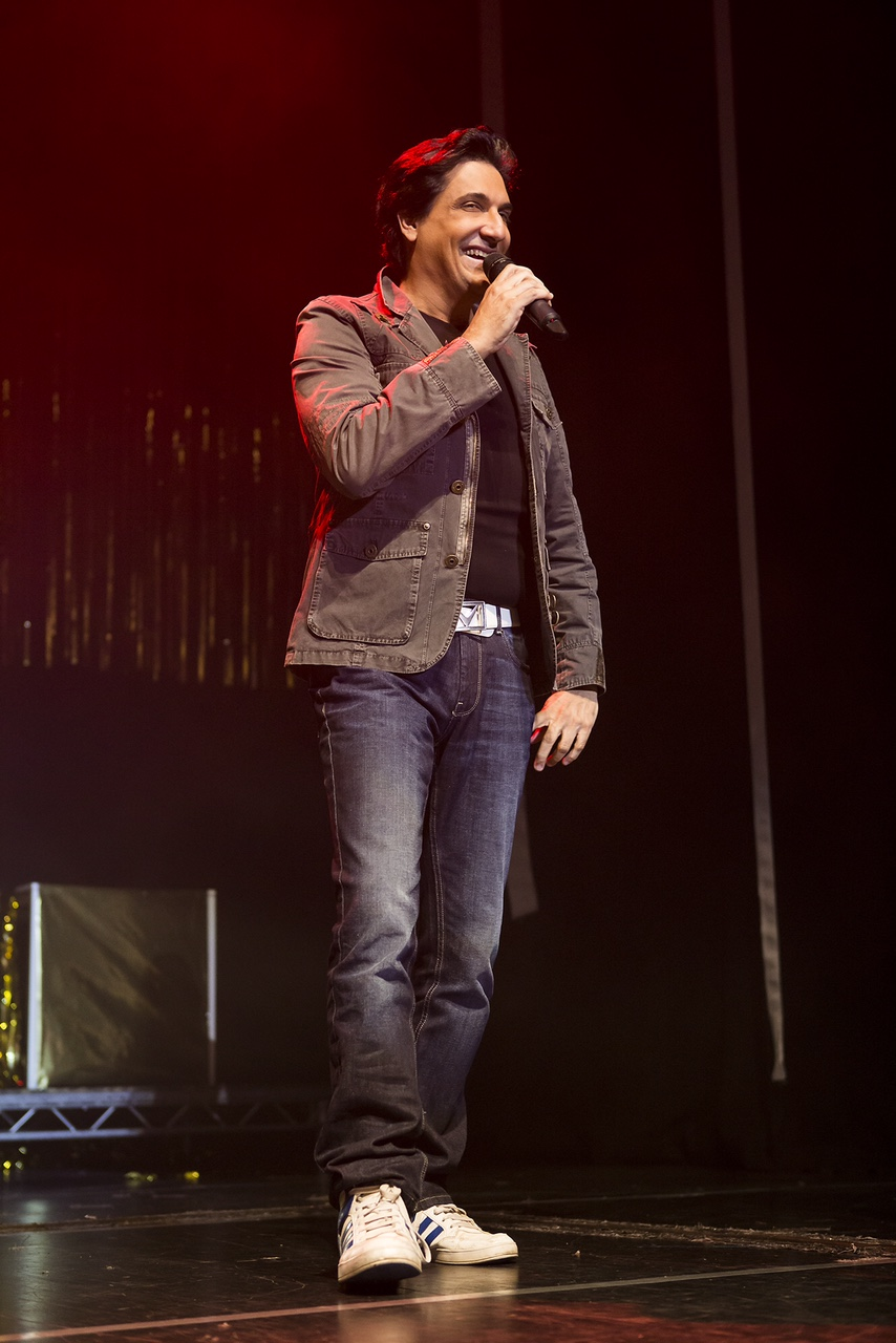 Shiamak Davar sings impromptu for the audience at the show.