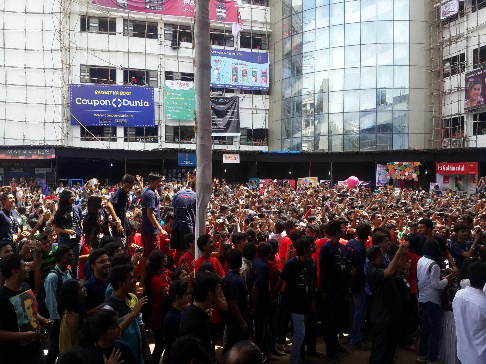 Crowd cheering for Kapil Sharma