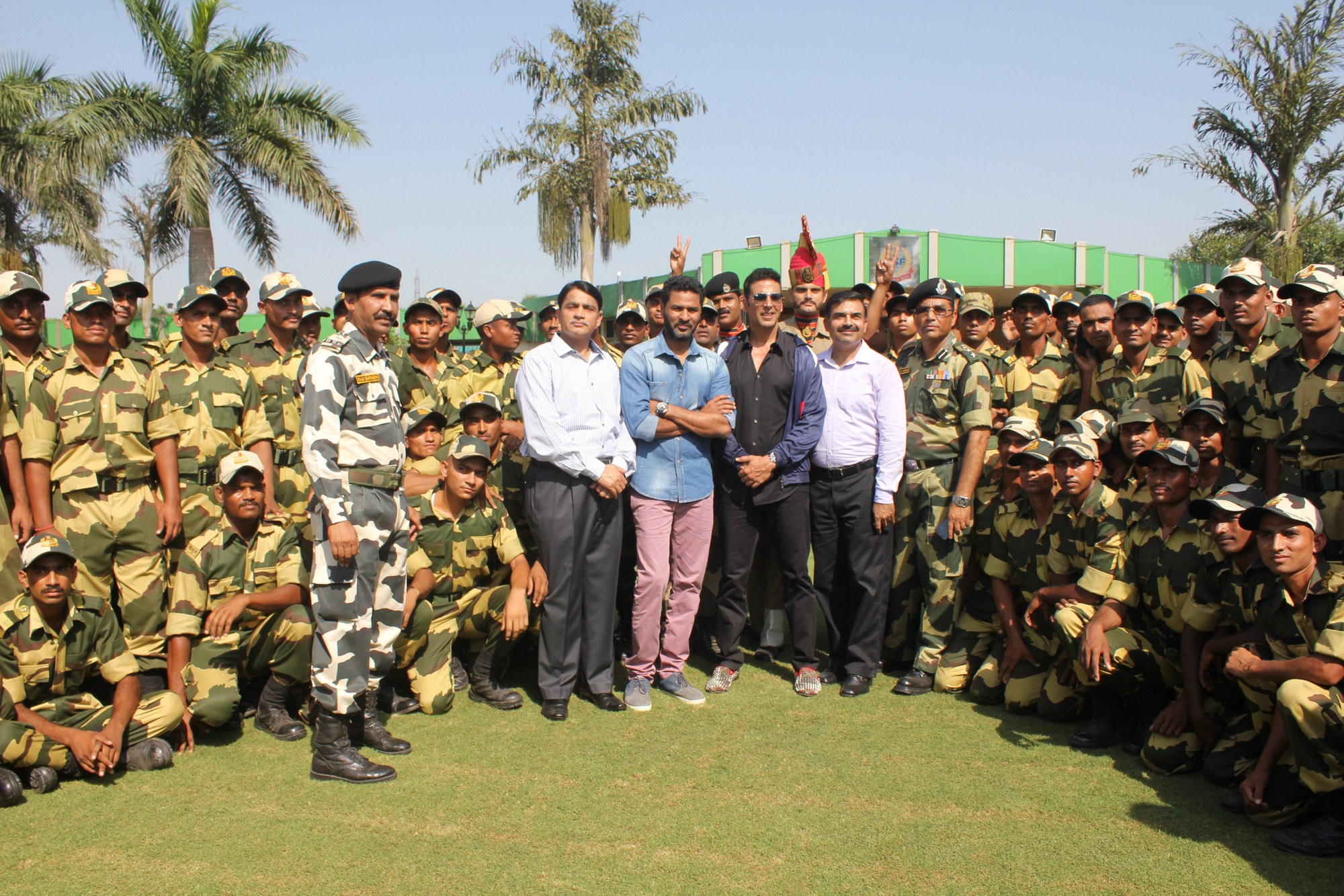 Akshay KUmar with BSF Jawans