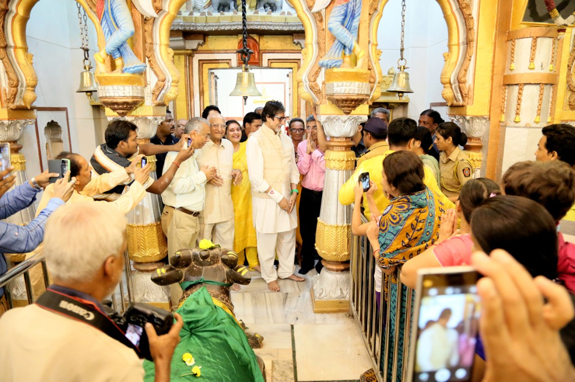 Mr Amitabh Bachchan in Mankeshwar Mandir(1)