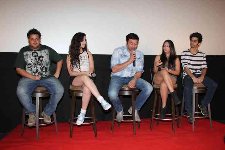 Rishabh Arora, Daina Khan, Sunny Deol, Aanchal Munjal and Shivam Patil (1)