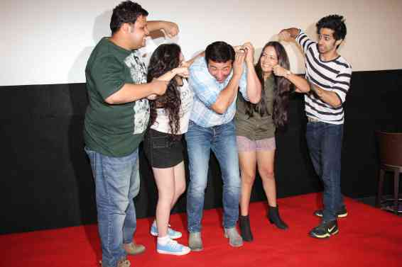 Rishabh Arora, Daina Khan, Sunny Deol, Aanchal Munjal and Shivam Patil (4)