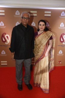 Atul Dodiya with wife