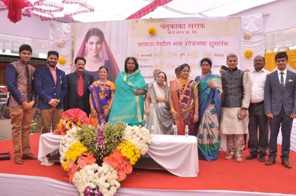 L-R Aditya, Siddhart. Mr. Kishor Shah & Ms. Neha Shah, Rajmata & KushumShah, Sangita Shah, Mr. Atul Shah & Mr. Syamak Shah