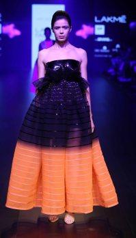 Model walks for Amit Agarwal at LFW SR 2016 (2)