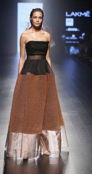 Model walks for Amit Agarwal at LFW SR 2016