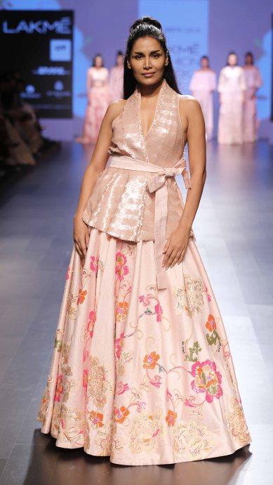 Model walks for Neeta Lulla at LFW SR 2016 (22)