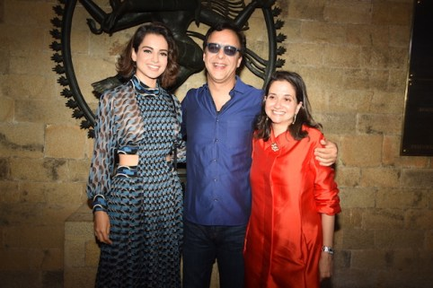 Kangana Ranaut, Vidhu Vinod Chopra and Anupama Chopra share a moment at the MAMI film club launch