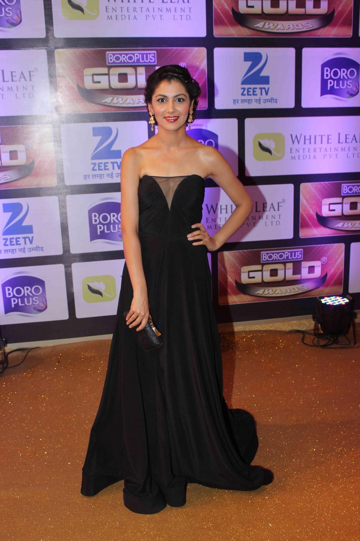 1465554962_sriti-jha-zee-gold-awards-2016