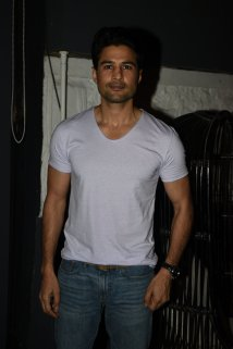 Rajeev Khandelwal at the Fever party (2)