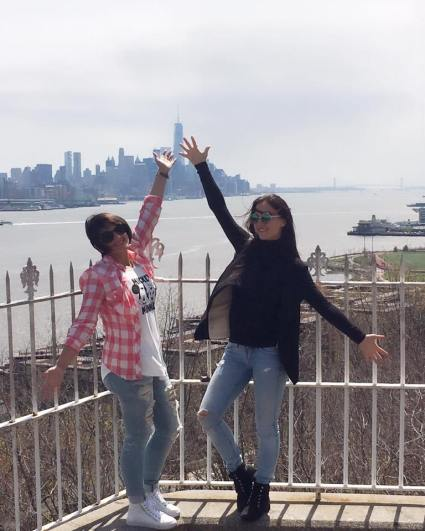 Elli avram & Shweta Rohira (3)