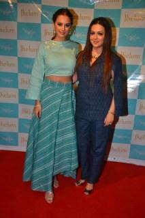 Evelyn Sharma with Designer Jhelum Gopal Dalvi at JFH launch (1)