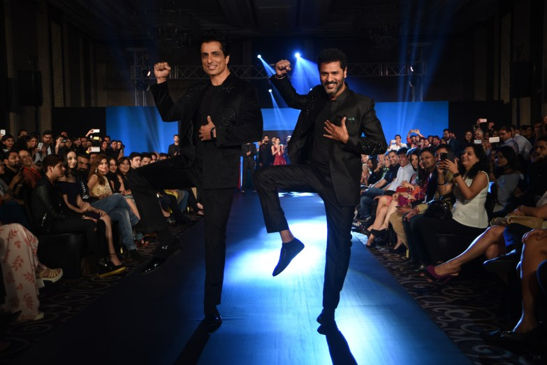 01-sonu-sood-and-prabhudeva-for-designer-rajat-tangri-tech-fashion-tour-2016