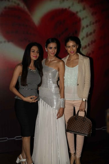 alesia-raut-with-friends