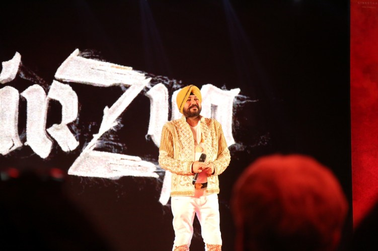daler-mehndi-singing-at-mirzya-music-launch
