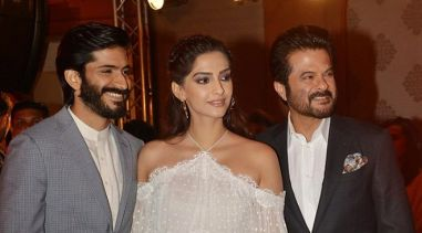 Indian Bollywood actor Anil Kapoor (R) with daughter actress Sonam Kapoor (C) and son actor Harshvardhan Kapoor attend the music launch of the upcoming Hindi film 'Mirzya' directed by Rakeysh Omprakash Mehra in Mumbai on September 13, 2016. / AFP PHOTO / STRINGER