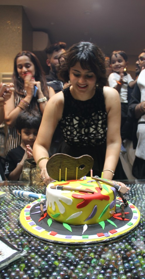 shweta-rohira-cutting-cake