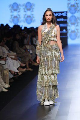 12-model-for-farah-sanjana-lfw-sr-2017