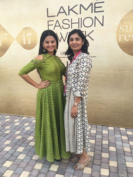 actor-helly-shah-with-designer-avni-bhuva-lakme